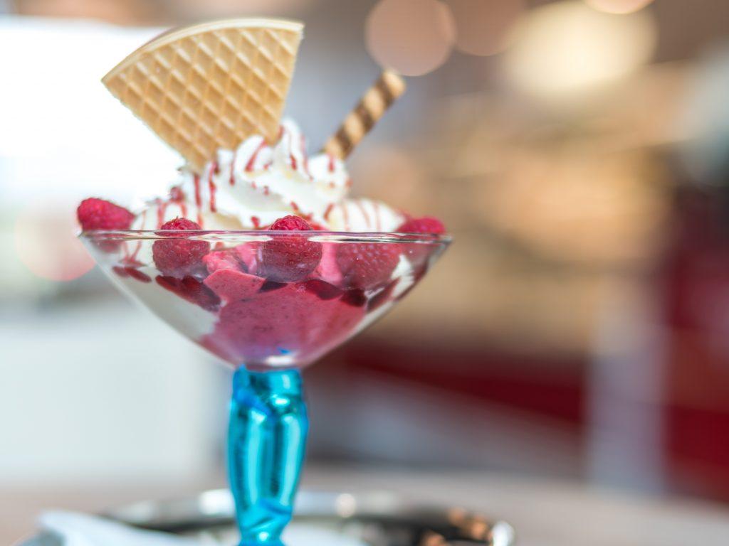 Best Booze & Ice Cream Combos #boozyicecream #easydesserts