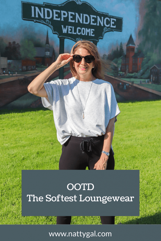 I recently purchased some new loungewear from Lou & Grey and it is the softest clothing I've worn in years. Come check out the look! #lou&grey